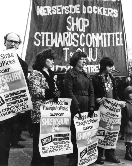 Families demonstratesupport 1974